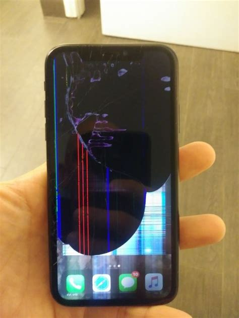 iPhone XR - CRACKED SCREEN! for Sale in San Diego, CA