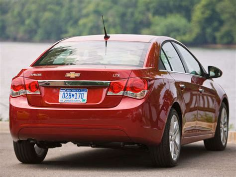 2014 Chevrolet Cruze Review and Quick Spin | Autobytel